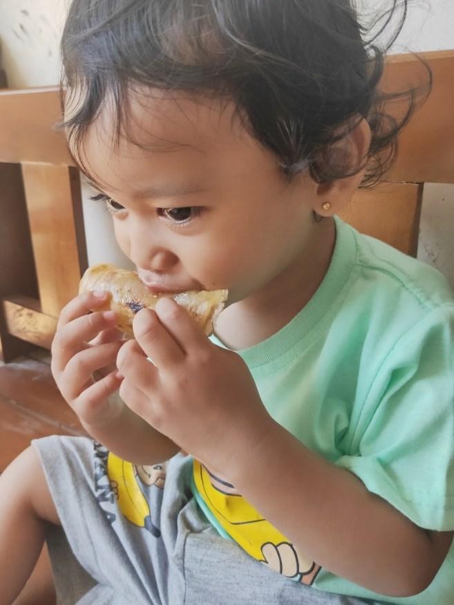 Kaniya makan maryam kebab